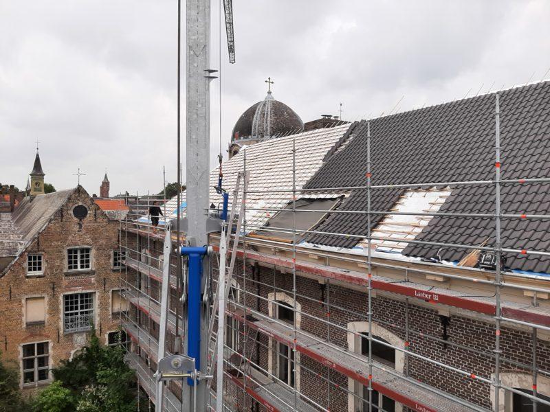 Rénovation d'une toiture d'un monastère à Bruges