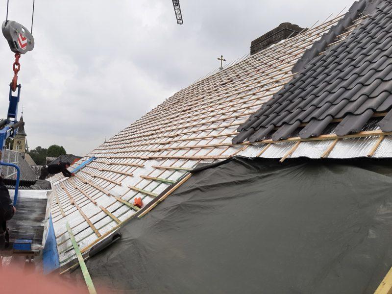 Isolation mince d'une toiture à Bruges pour un monastère classé