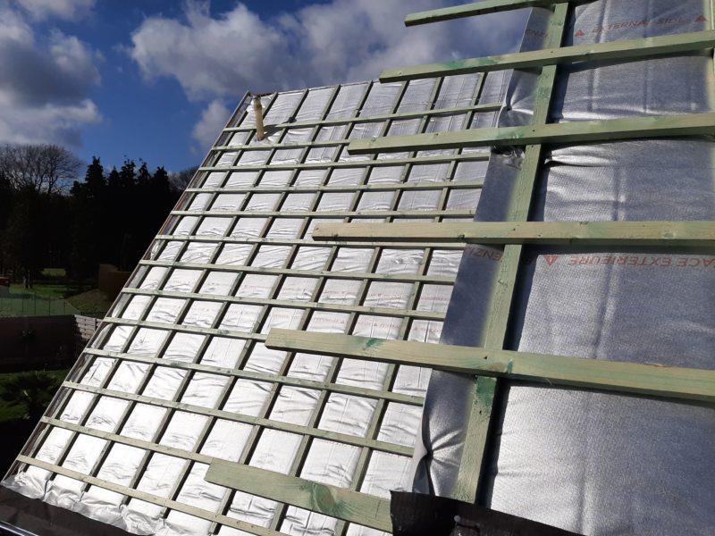 Travaus d'isolation de toiture avec un isolant fin Aluthermo