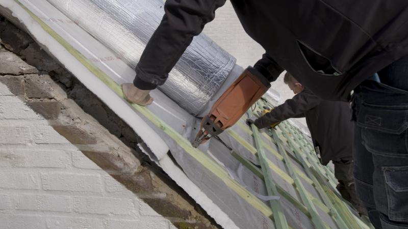 travaux d'isolation en alu d'une toiture