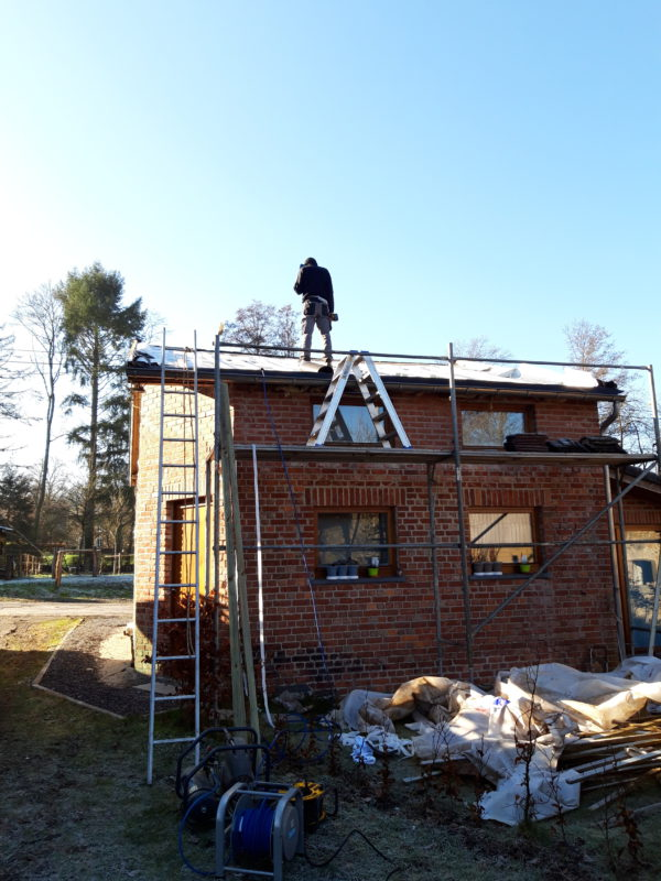 Rénovation d'une toiture avec une isolation à base d'aluminium