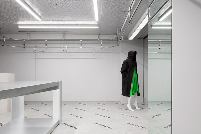 balenciaga-madison-new-york-store-aluthermo-insulation-ceiling-design (3)